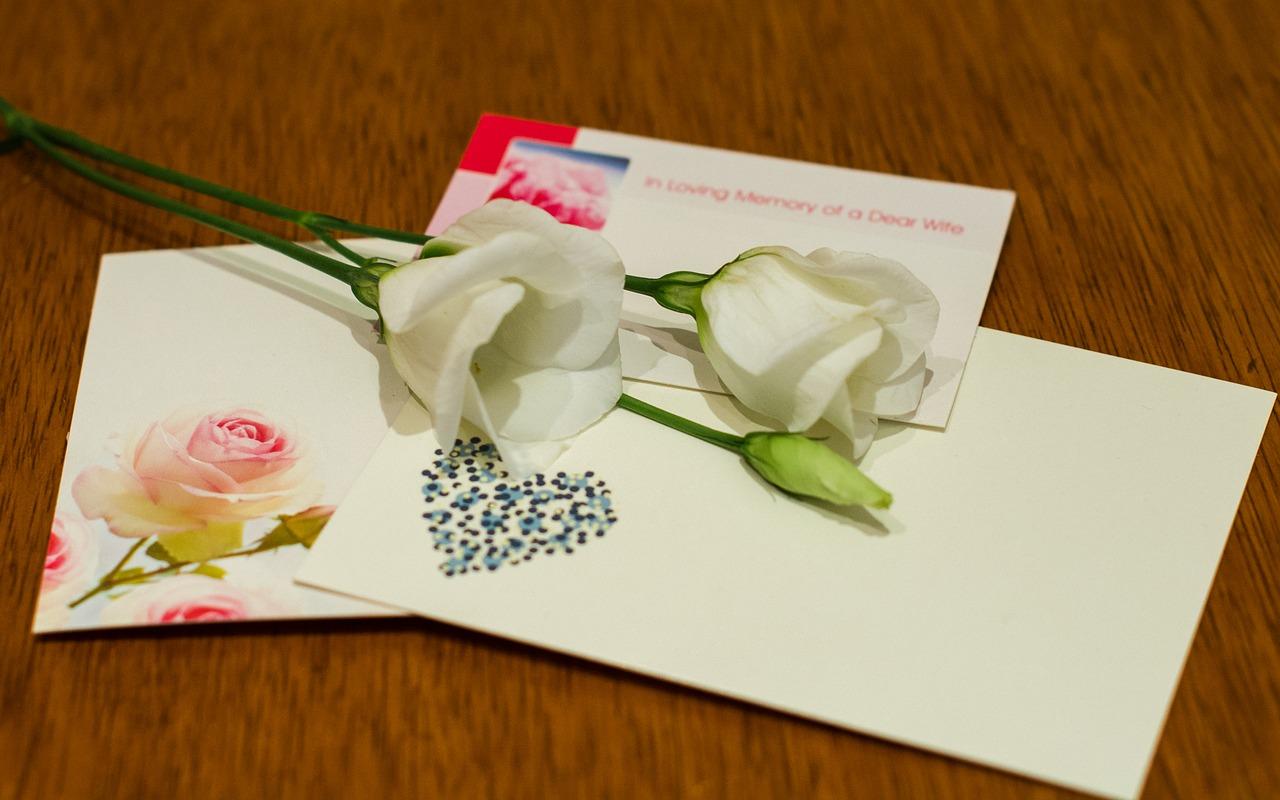 手紙とお花の画像